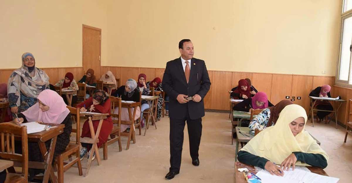 رئيس جامعة المنوفية يتفقد الامتحانات والمجمع التعليمي بكلية التربية
