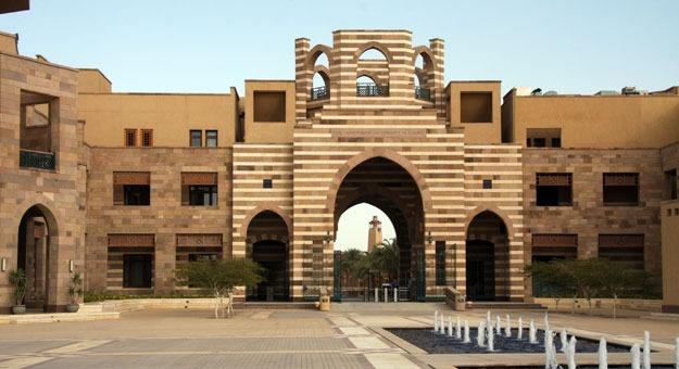 الجامعة الأمريكية تستضيف طلاب الجامعات في قمة نموذج مجلس الوزراء المصري
