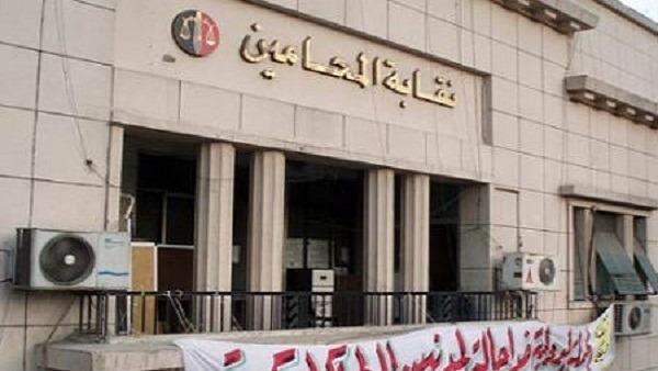 حبس محامي شهير دعا لاغتصاب مرتديات البنطلونات الممزقة