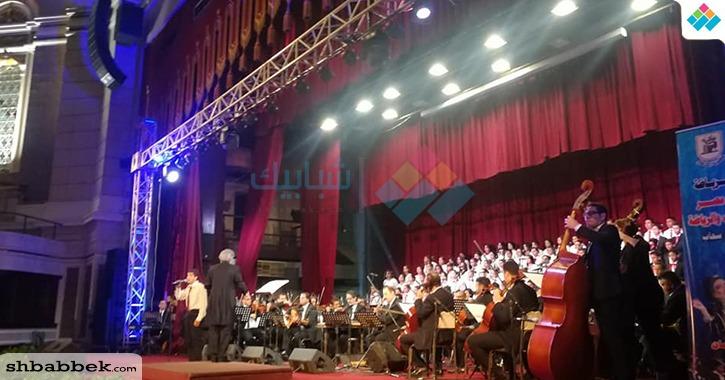كورال أطفال مصر يعزفون في جامعة القاهرة