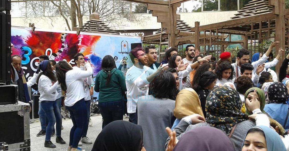 طلاب كليات الفنون يرقصون على أغاني شعبي بمهرجان الزمالك