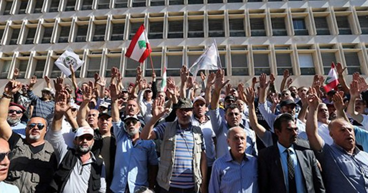 مظاهرات لبنان.. الشرطة تفرق المحتشدين بعد محاولات اقتحام سراي الحكومة