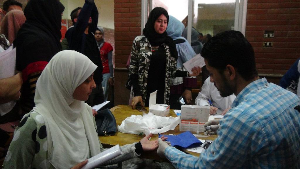 استمرار التحاليل للكشف عن «فيرس سي» بجامعة المنيا لمدة أسبوعين (صور)
