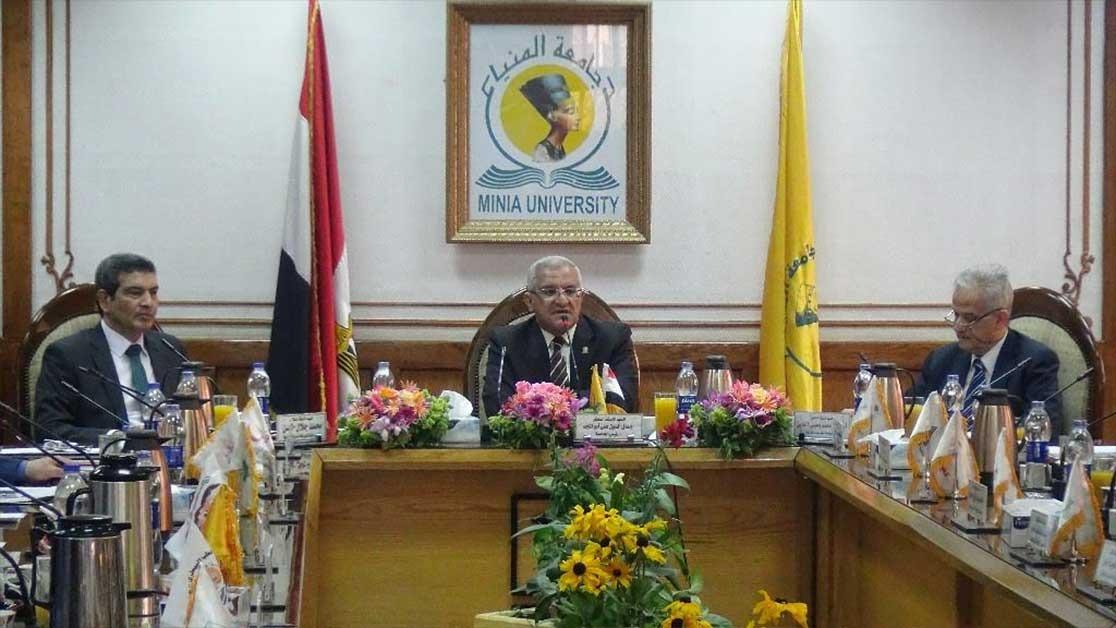 إعفاء «ذوي الإعاقة» من رسوم الكتب الدراسية بجامعة المنيا