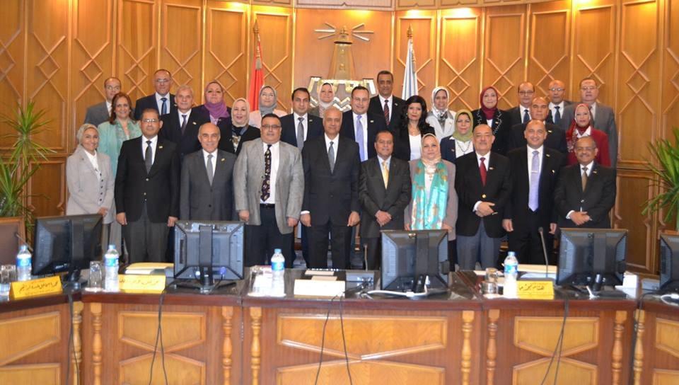 منح شهادات تقدير ودرع لطلاب وأعضاء بهيئة التدريس جامعة الإسكندرية