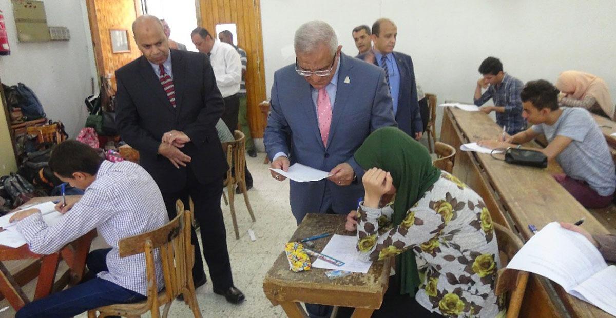 بالصور.. جولة لرئيس جامعة المنيا بامتحانات كليتي الصيدلة والعلوم