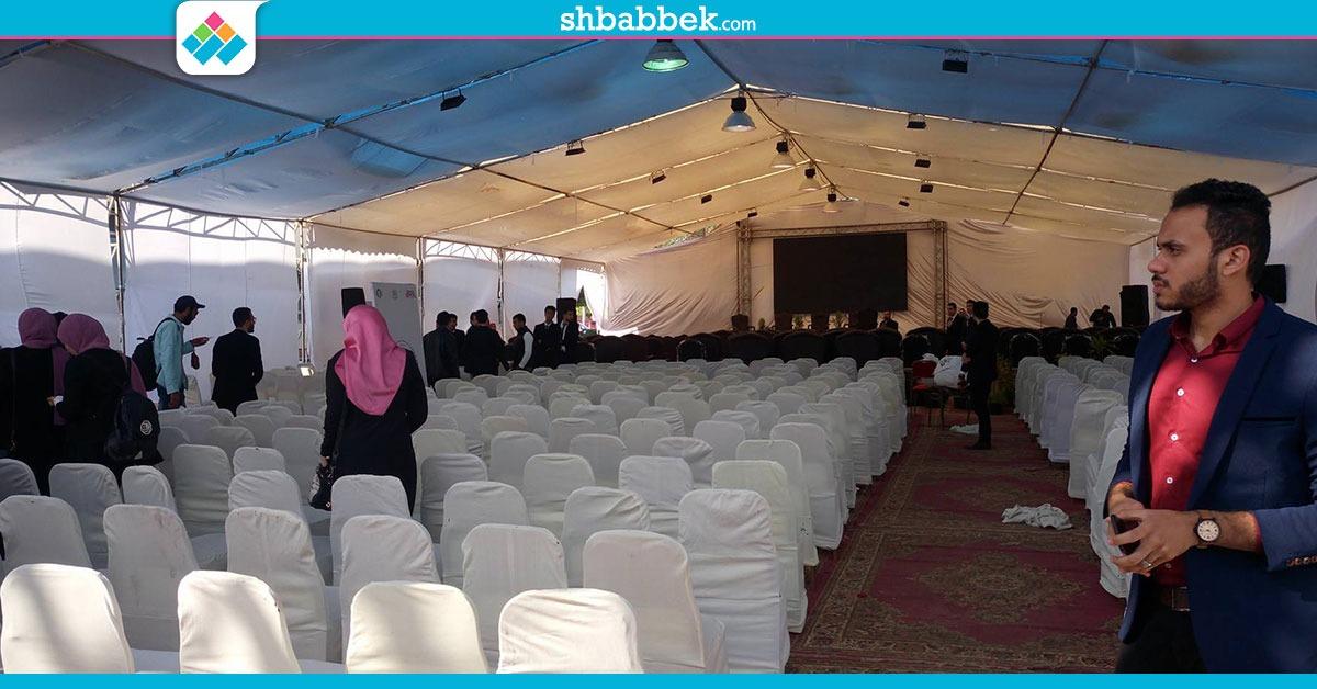 صور| تجهيزات الملتقى الأول للاتحادات الطلابية في جامعة المنصورة