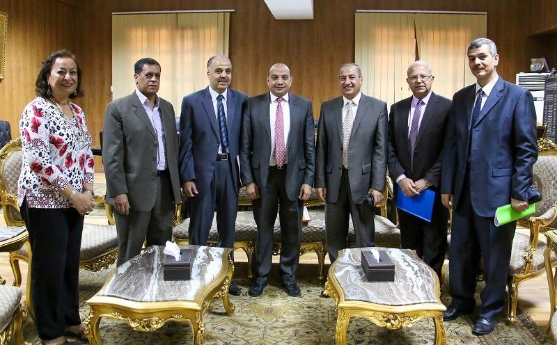 رئيس جامعة بنى سويف يستقبل وفدا من بنك الإسكندرية