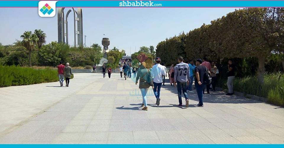 بـ«تحية العلم».. جامعة حلوان تستقبل الطلاب في أول يوم دراسي (صور)