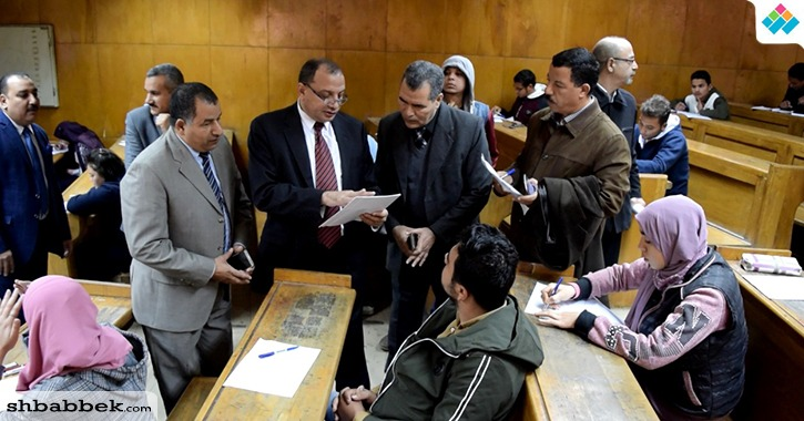 بالصور.. رئيس جامعة بني سويف يتفقد امتحانات الترم الأول