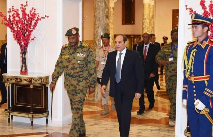 تفاصيل لقاء السيسي برئيس المجلس الانتقالي السوداني