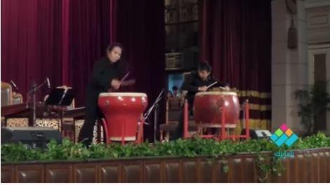 طبلة صينية.. عرض لطلاب بكين على مسرح  جامعة القاهرة