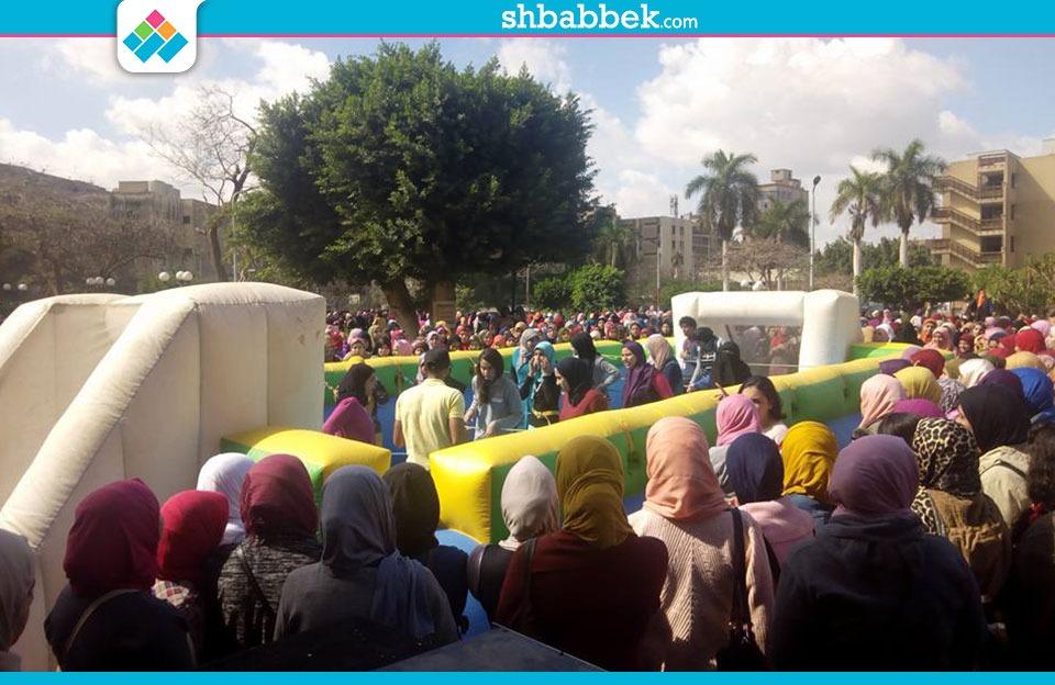 شاهد تفاعل «بنات عين شمس» مع أغاني وألعاب مهرجان الأنشطة