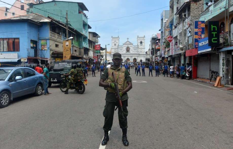 أول تعليق من رئيس حكومة سريلانكا على سلسلة انفجارات استهدفت بلاده