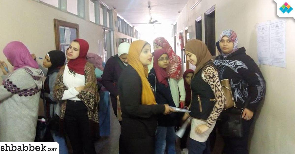توافد طالبات عين شمس لسحب استمارات الترشح لانتخابات الاتحاد (صور)