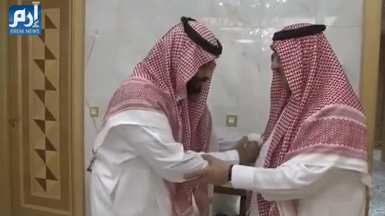 محمد بن سلمان يقبل رجل «بن نايف» خلال المبايعة (فيديو)