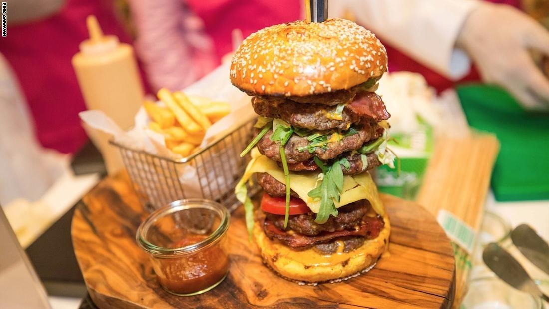http://shbabbek.com/upload/فيديو| ثمنها 10 آلاف دولار.. وجبة «الإمارات السبع» الأغلى عالميا