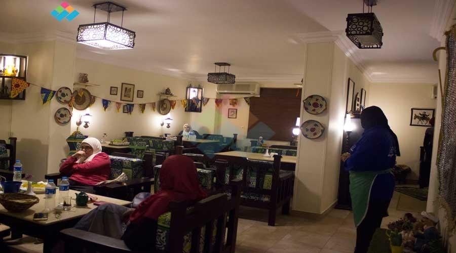 «بيت العز».. الأكل من غير«منيو» وللبنات فقط (فيديو)