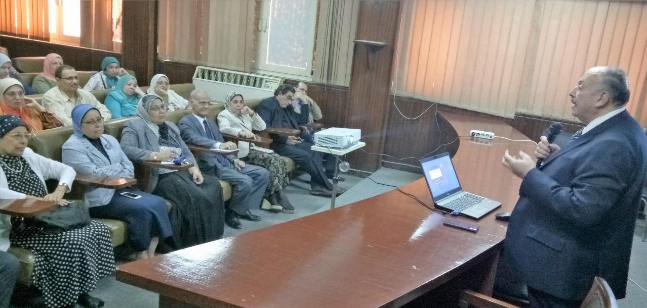 نائب وزير التعليم العالي يلقي محاضرة حول الاستراتيجية المستدامة  في مصر 2030