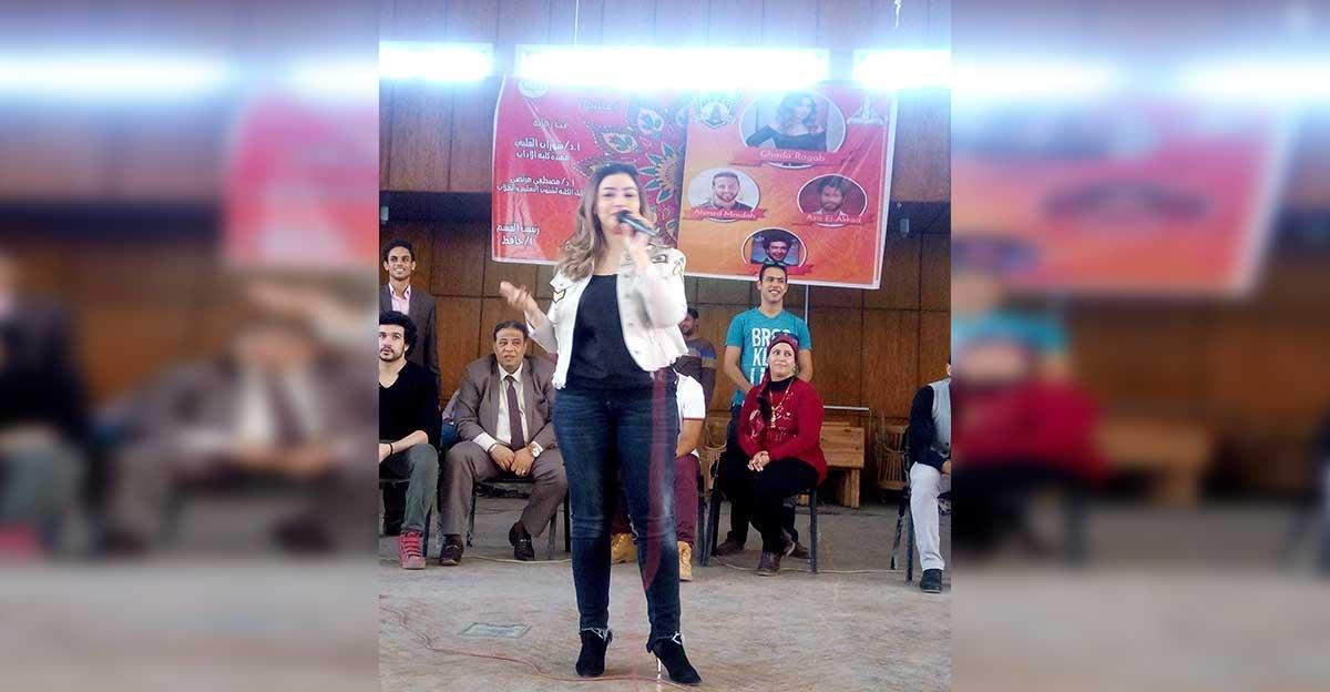 غادة رجب تحيي حفلا فنيا لطلاب آداب عين شمس