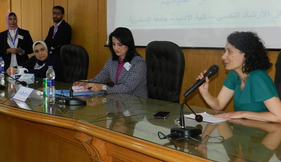 كلية آداب الإسكندرية تنظم ورشة عن مرض التوحد