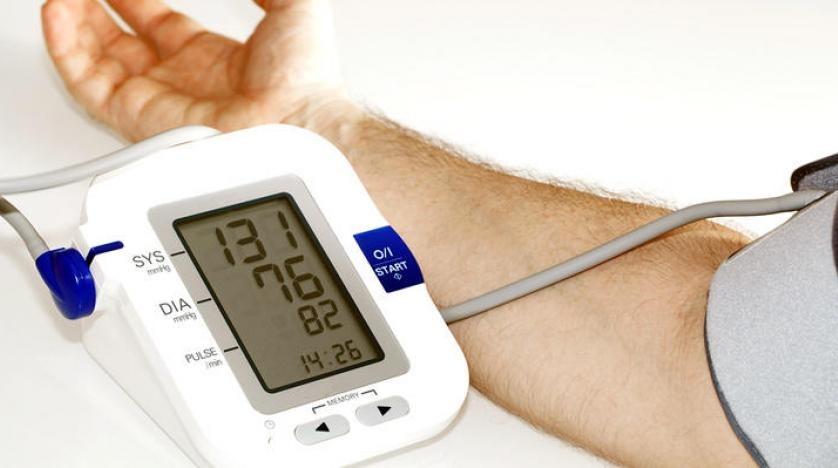أعراض انخفاض ضغط الدم.. 12 علامة للهبوط المفاجئ