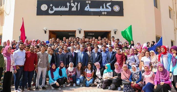 رئيس جامعة بني سويف يحتفل مع طلاب كلية الألسن بالعام الدراسي الجديد