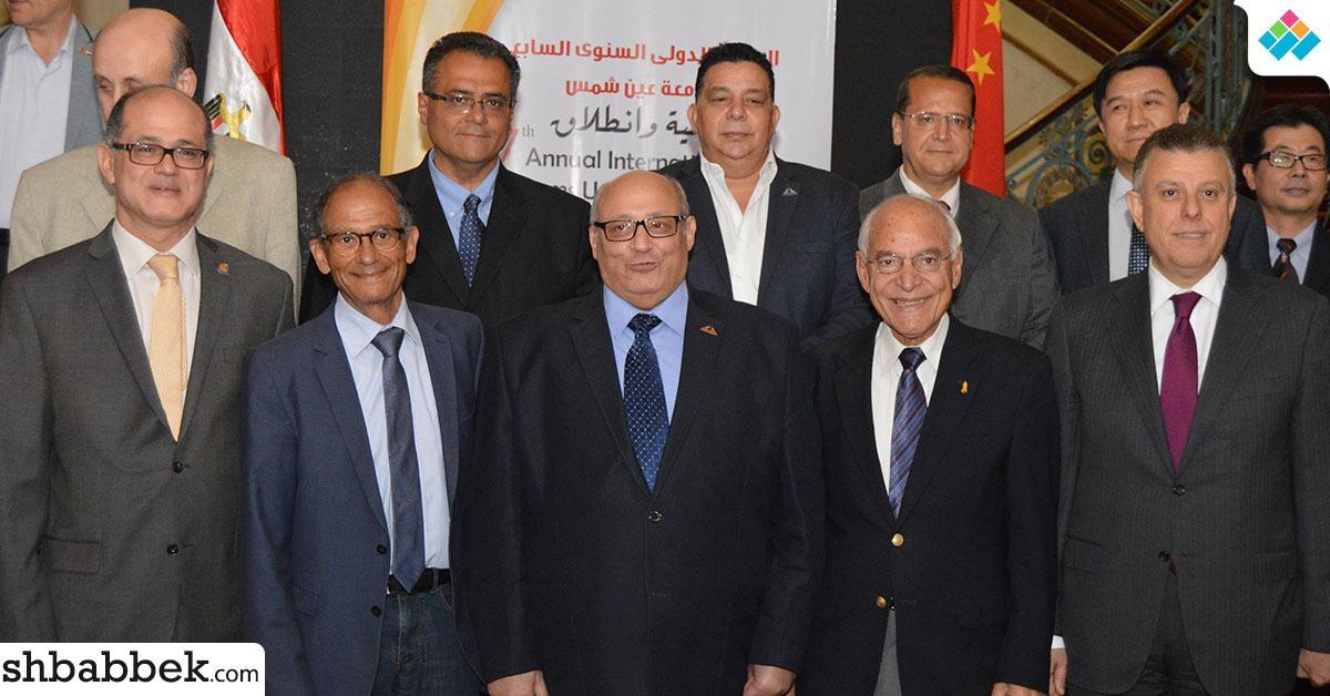 رئيس جامعة عين شمس يستقبل فاروق الباز وهاني عاز بقصر الزعفران (صور)