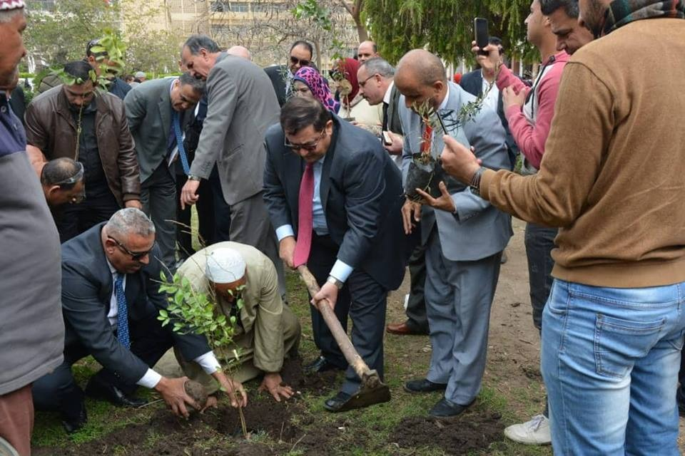 جامعة الزقازيق تشارك في مبادرة زراعة مليون شجرة مثمرة (صور)