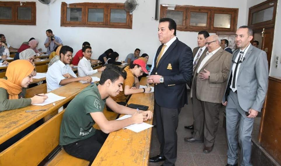 وزير التعليم العالى يتفقد الامتحانات في جامعة عين شمس