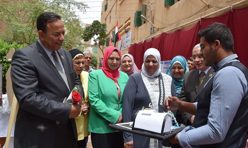 رئيس جامعة المنوفية يشارك في حفل ختام الأنشطة الطلابية بمعهد التمريض