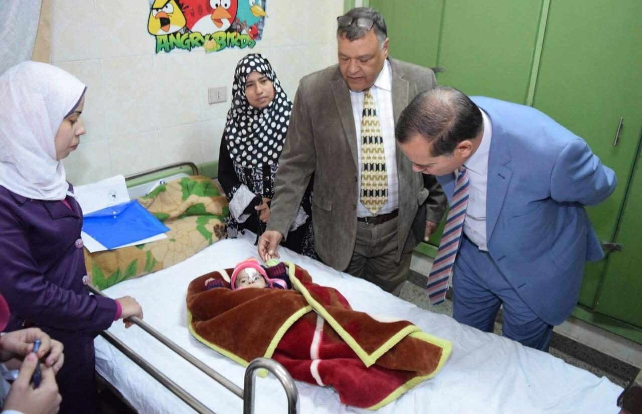 رئيس جامعة سوهاج يتفقد قسم الأطفال بالمستشفى الجامعي
