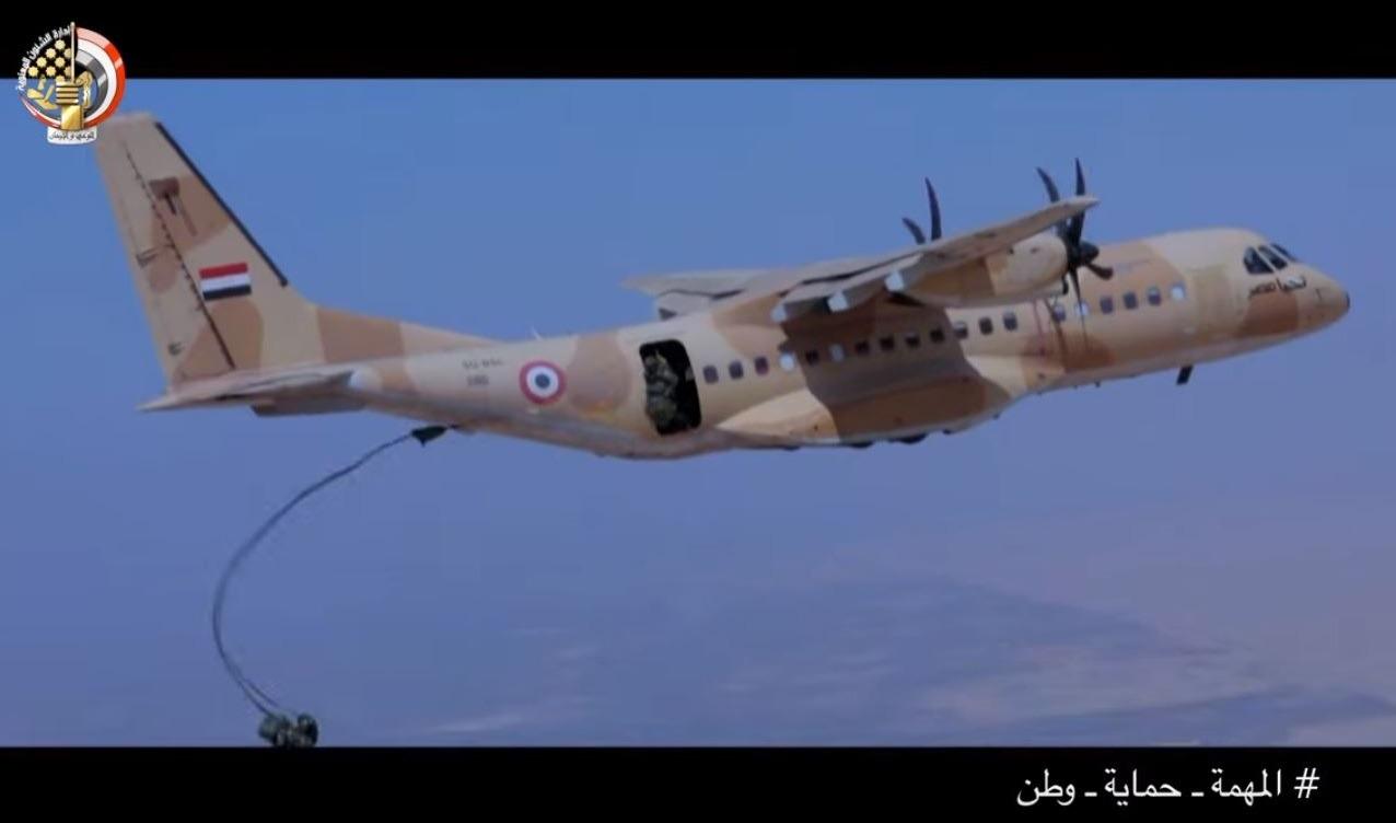 بالفيديو.. الجيش ينشر فيلم عن «نسور المعركة» لسلاح المظلات