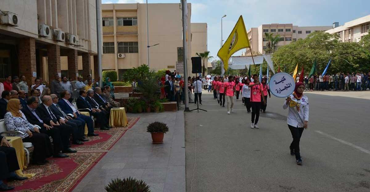 طوابير عرض بالأعلام في ثاني أيام الدراسة بجامعة الزقازيق (صور)