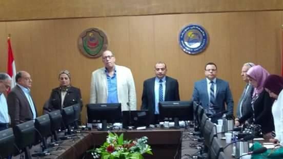 مجلس «طب بني سويف» يبدأ اجتماعه بدقيقة حداد على ضحايا «الواحات»