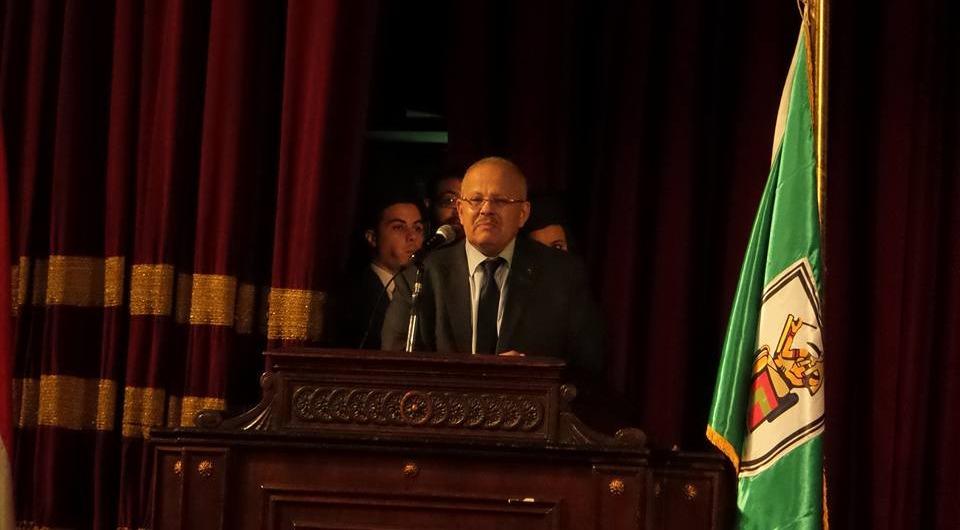 رئيس جامعة القاهرة للخريجين: أبوك وأمك أهم من أي حاجة