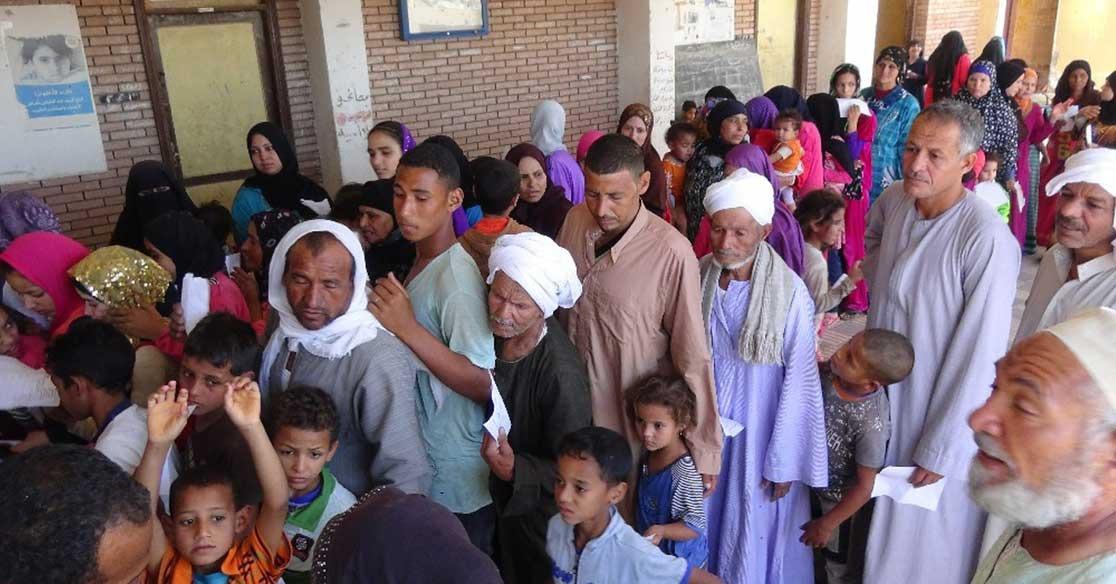 بالصور.. جامعة المنيا تطلق قافلة شهر رمضان لأهالي قرية «الكوم الحمر»
