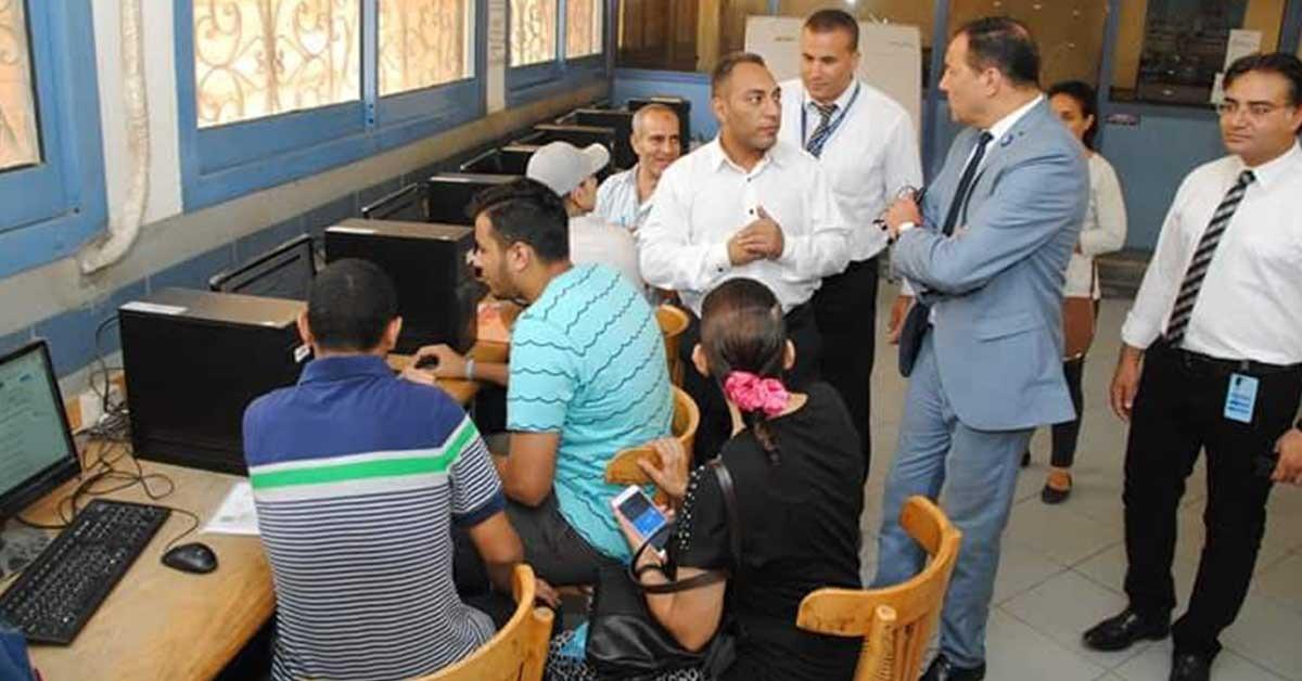 نائب رئيس جامعة عين شمس يتفقد معامل تنسيق الثانوية العامة