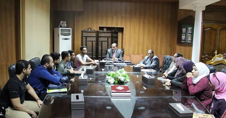 رئيس جامعة بني سويف يتدخل لحل أزمة منع طالبة من العودة لمنزلها بعد وفاة والدها