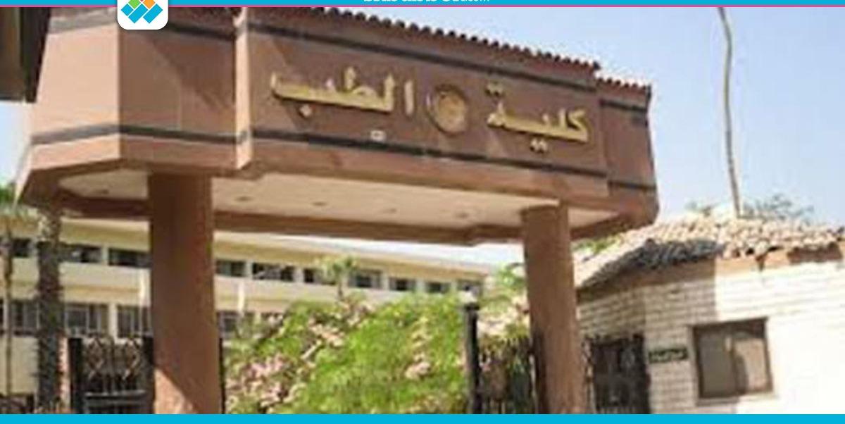 عميد طب المنصورة: 90% من الطلاب «ماعندهمش اللي يبكوا عليه» وبينهم «مندسين»