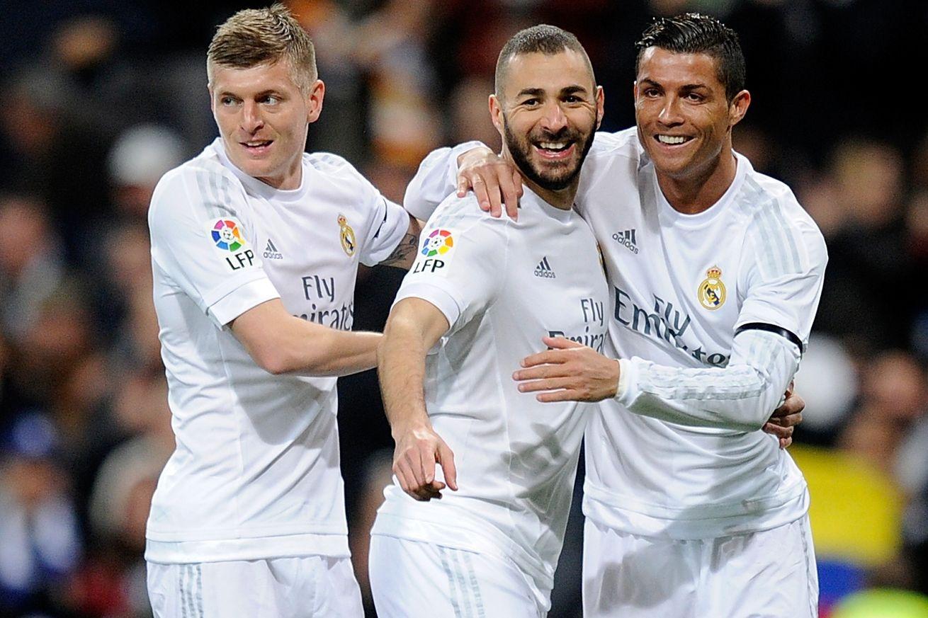 نجم «ريال مدريد» يصل السعودية لأداء فريضة الحج (صور)