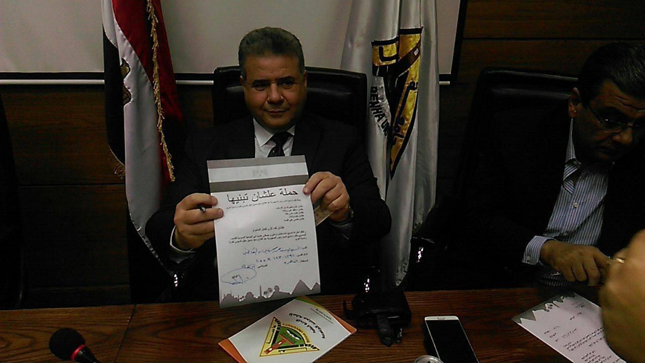 رئيس جامعة بنها يحشد هيئة التدريس لتوقيع استمارة «علشان تبنيها»