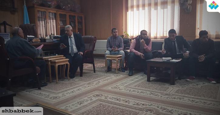 نائب رئيس جامعة الأزهر يجتمع بطلاب مدينة أسيوط بعد حادث «اشتباه التسمم»
