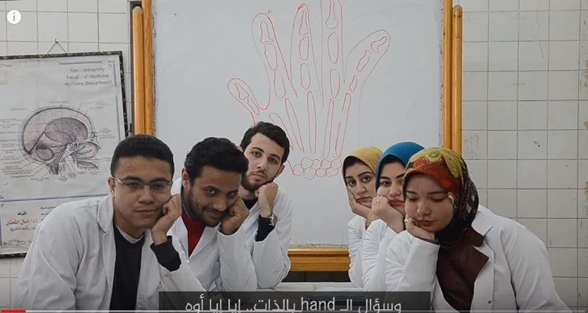 طلاب كليات طب دفعة 2017 يحتفلون بالتخرج (فيديو)