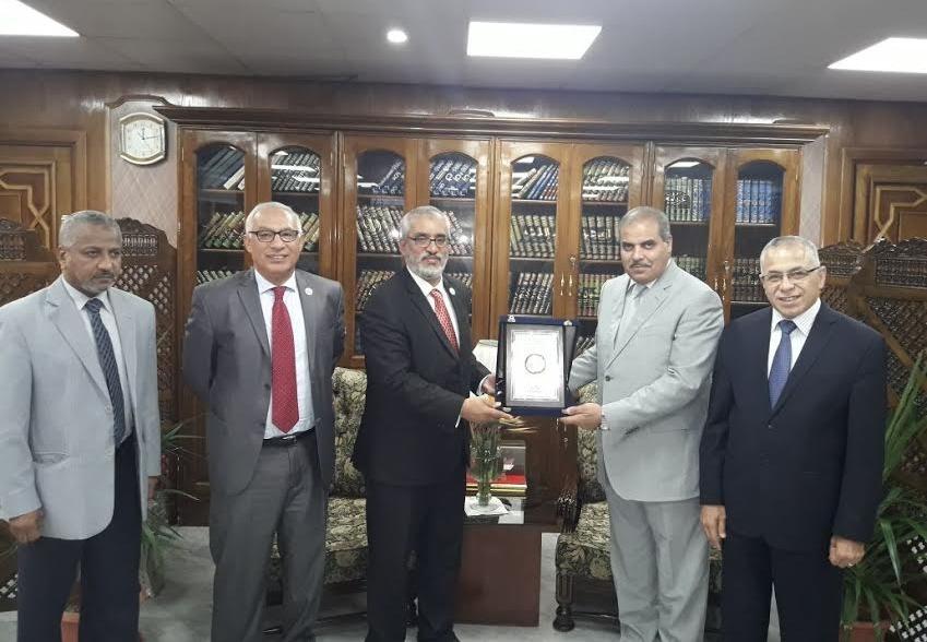 رئيس جامعة الأزهر يبحث التعاون العلمي مع رئيس الجامعة الليبية للعلوم الطبية