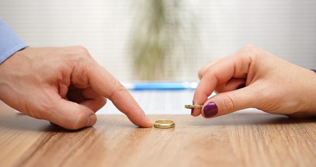 متى تلجأ إلى الطلاق؟.. وكيف تعيش حياة جديدة سعيدة؟