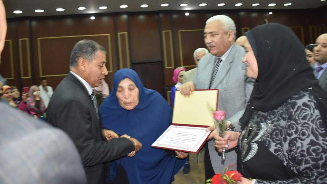 جامعة مدينة السادات تكرم الأم المثالية