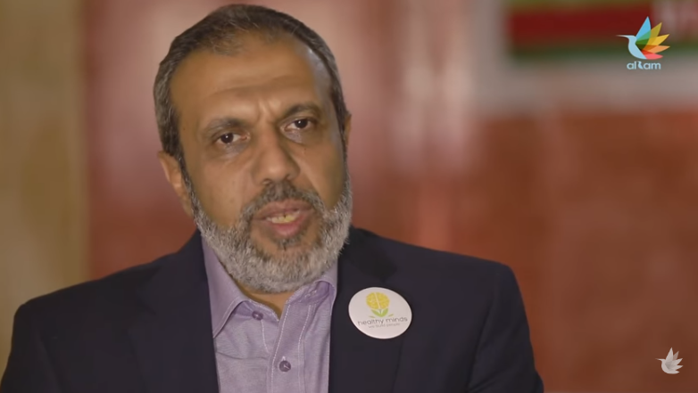 طبيب مصري يصنع الأمل لـ200 ألف طفل.. ما حكايته؟
