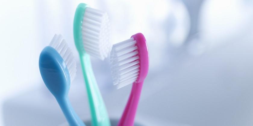 الأسنان الصفراء ممكن تبيَضها بـ10 طرق في البيت
