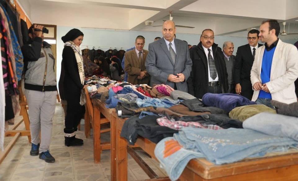 يتضمن 1500 قطعة.. افتتاح المعرض الخيري الثالث للملابس بجامعة المنيا